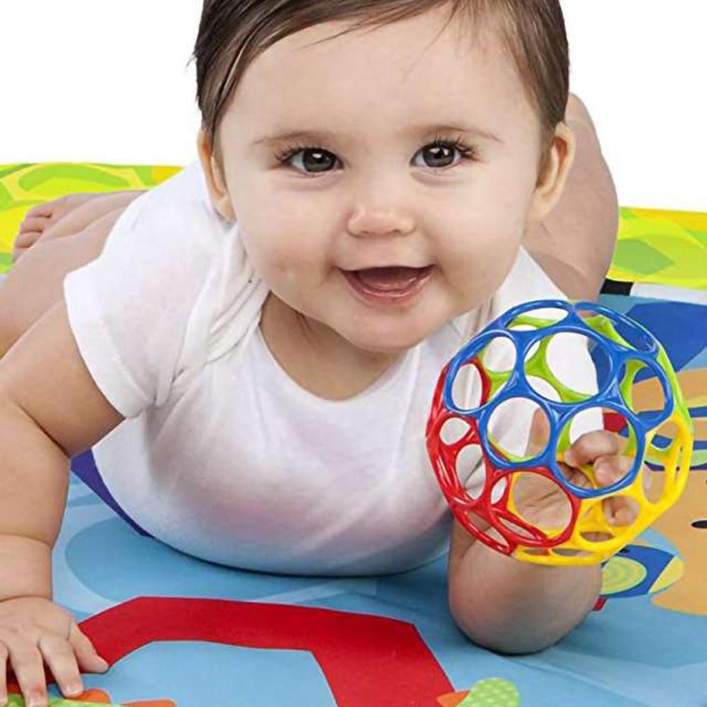 Baby-Geschenkideen-10-tolle-Geschenke-fuer-Babys-unter-einem-Jahr-oball