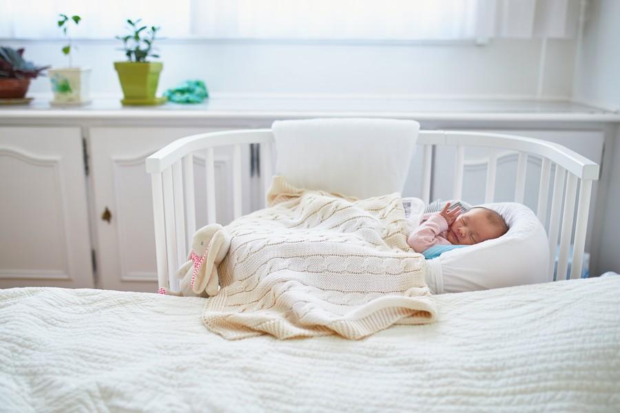Das Baby sollte im gleichen Zimmer aber getrennt schlafen
